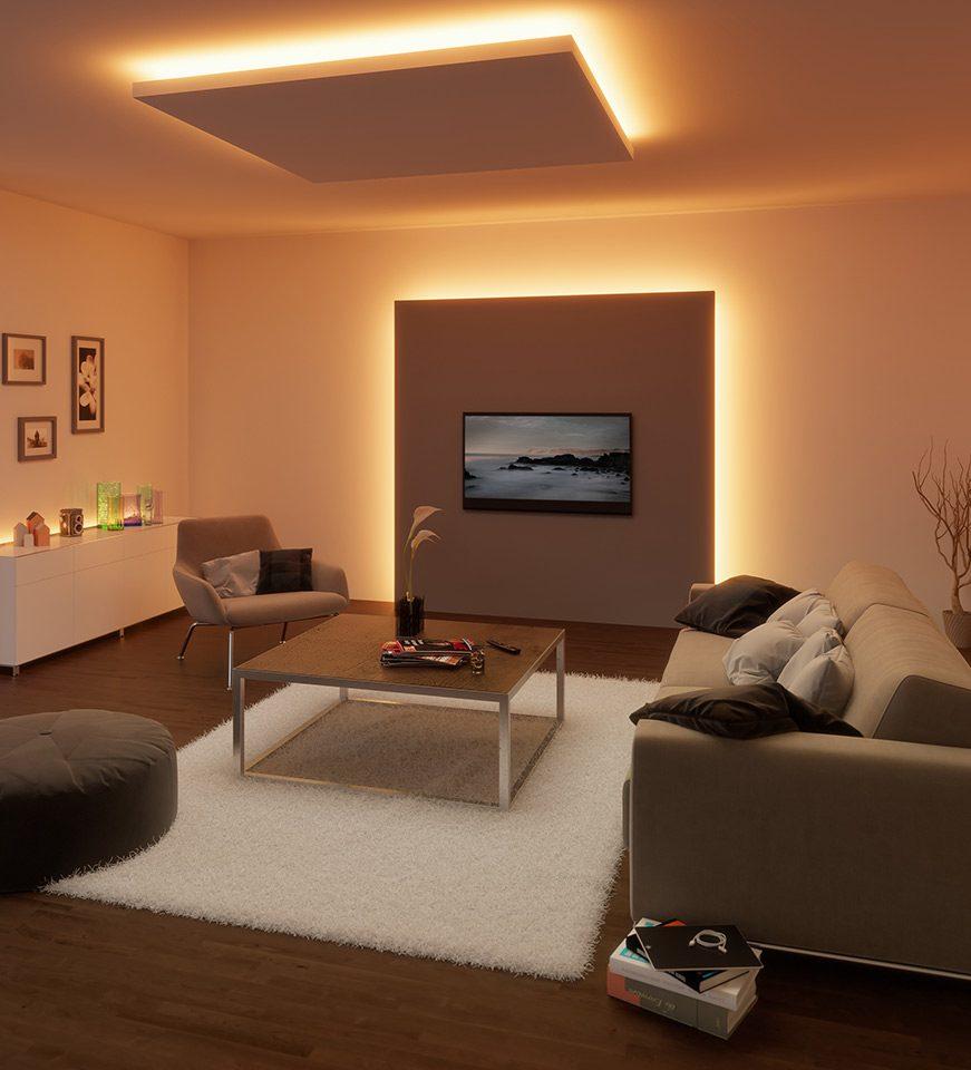 Panele an Decke und Wand verbergen die quelle der warmen Hintergrundbeleuchtung